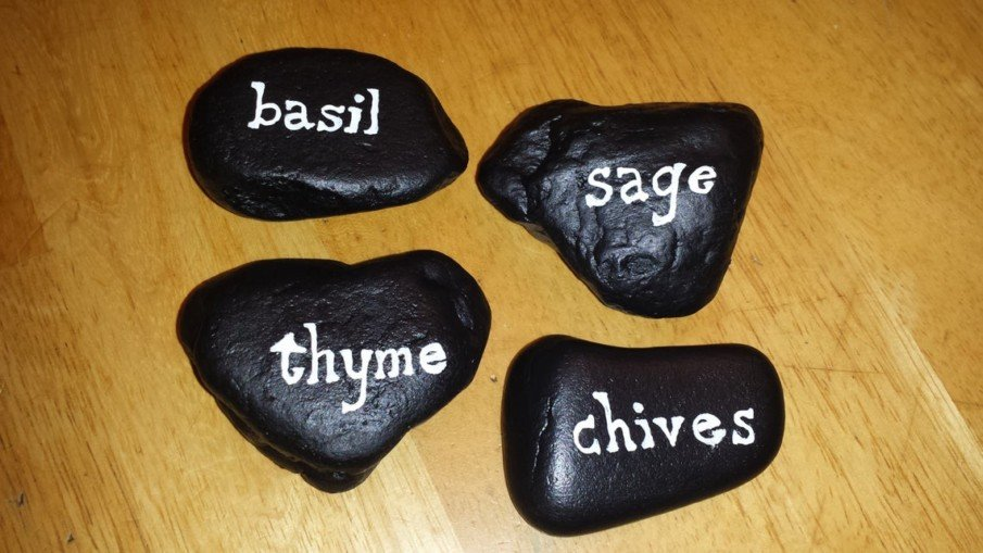 Little markers for your kitchen garden painted in black and white