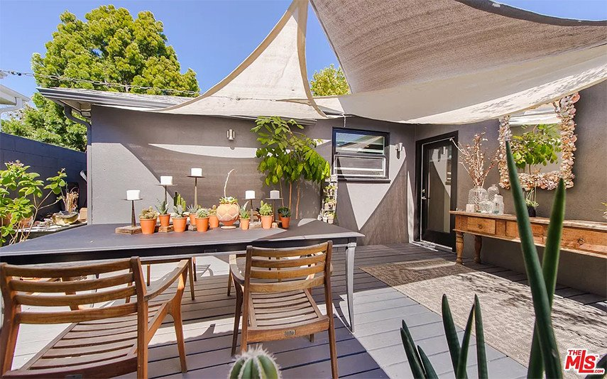 Covered patio ideas using three sails for shade