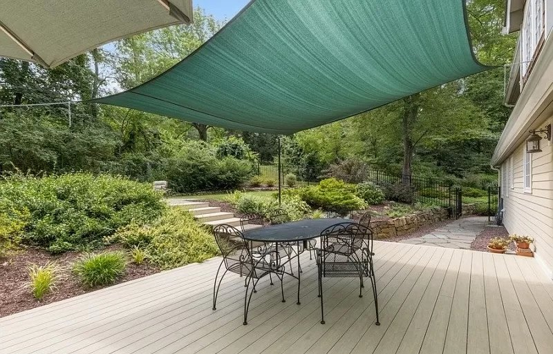 Shade sail covers the entire deck