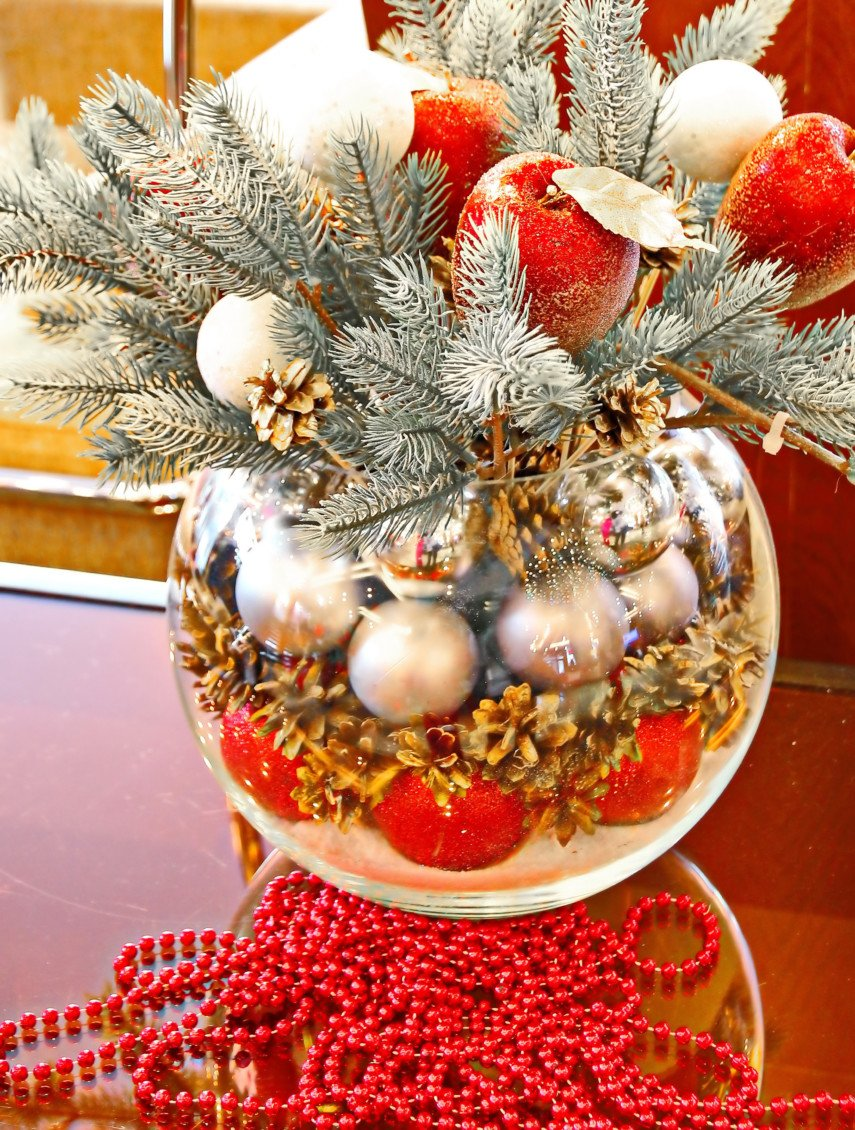 Winter apples and snowballs for vase decoration ideas