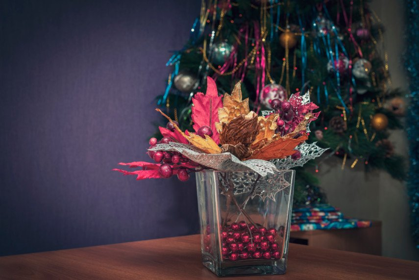 Christmas decoration ideas using square clear vase