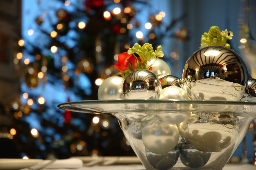 Wide-mouthed glass bowl idea with silver ornaments