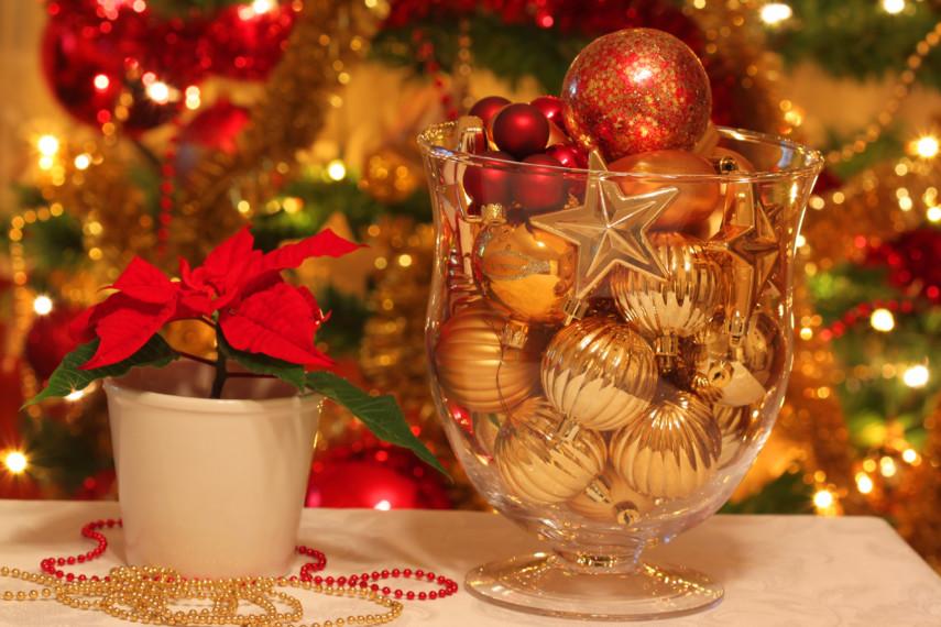 Fluted gold ornamments in glass pedestal vase