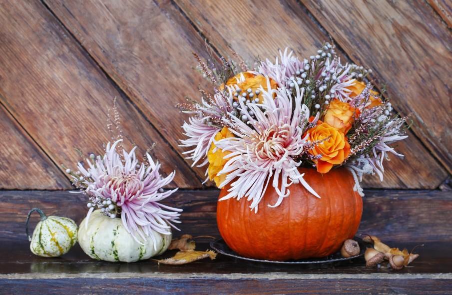 Thanksgiving Centerpieces Using Pumpkins Ideas - two pumpkin vases