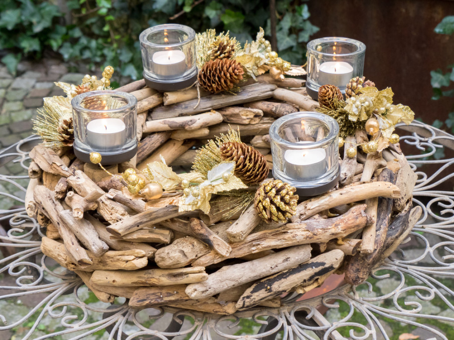 Rustic ideas for table decoration crafted from forgaged wood and pine cones with votive candles