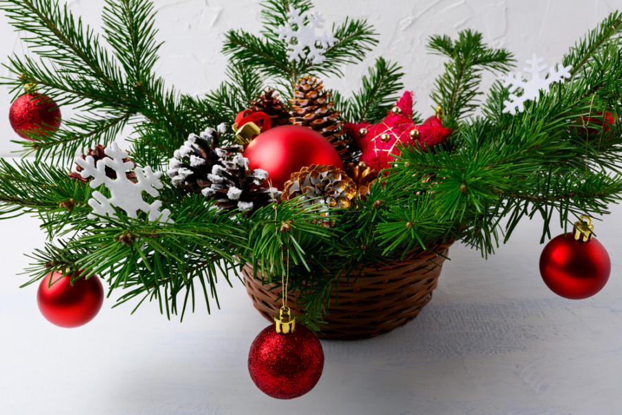 Festive centerpieces using evergreens ideas - basket of boughs decorated like a Christmas tree