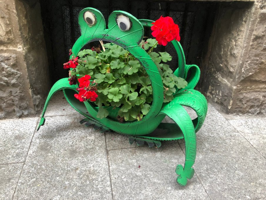 frog tire planter creation