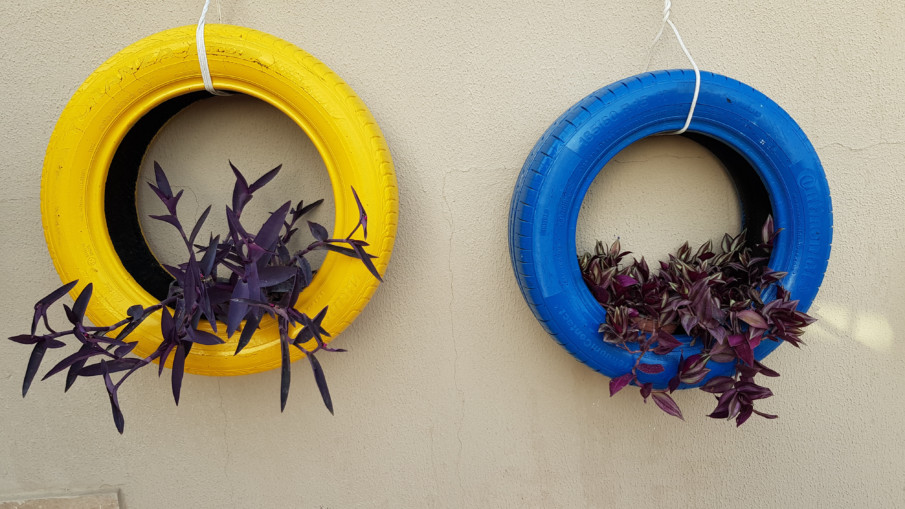 simple hanging tire planters with focal plants