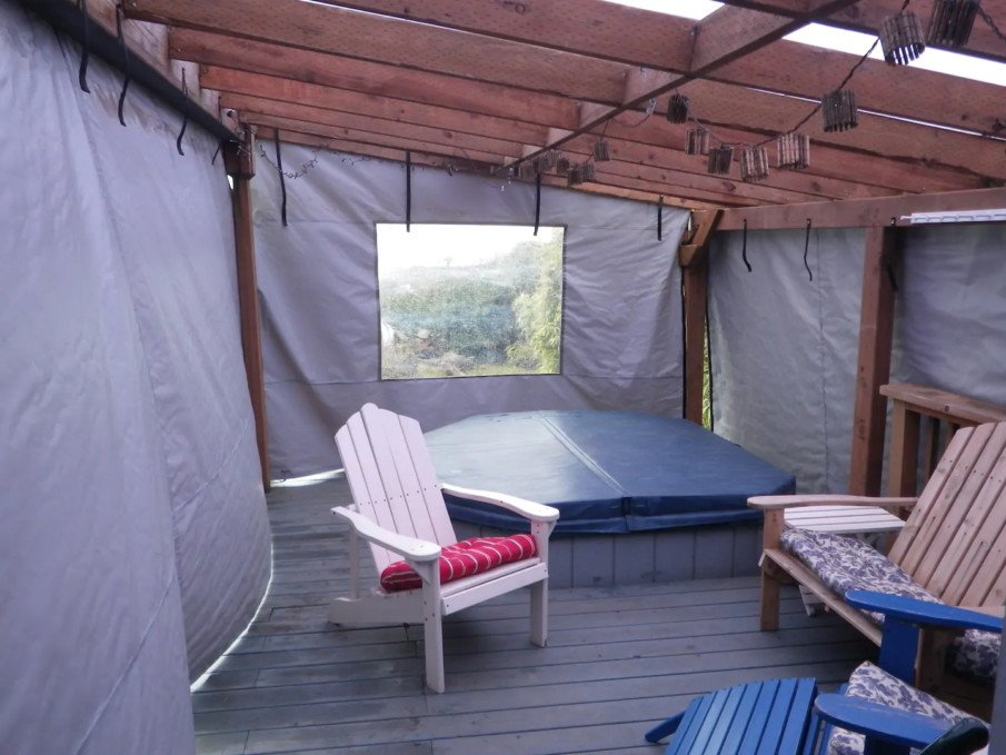 Hot tub pergola with privacy PVC screens