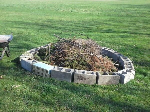 Quick round cinder block fire pit idea