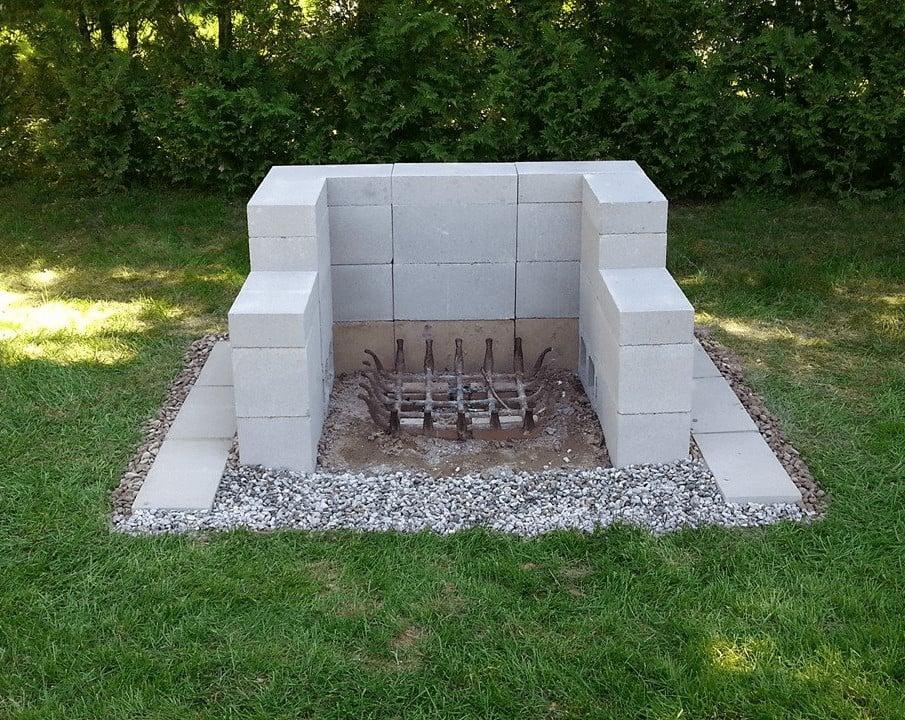A simple and cheap concrete block fire pit idea