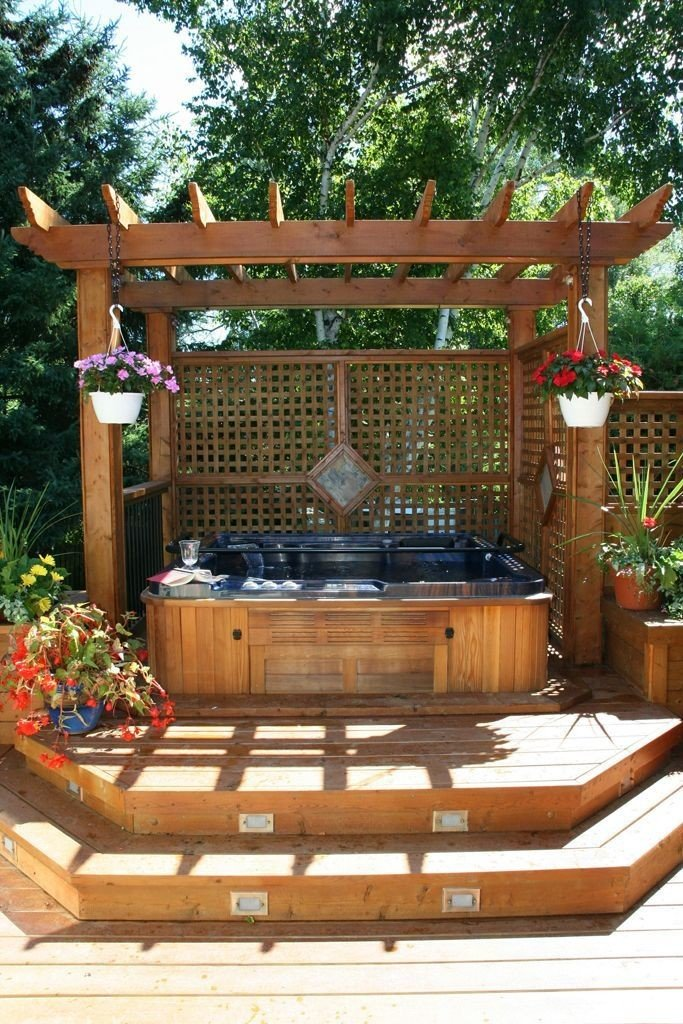 Small hot tub pergola with a contemporary design and interesting latticework