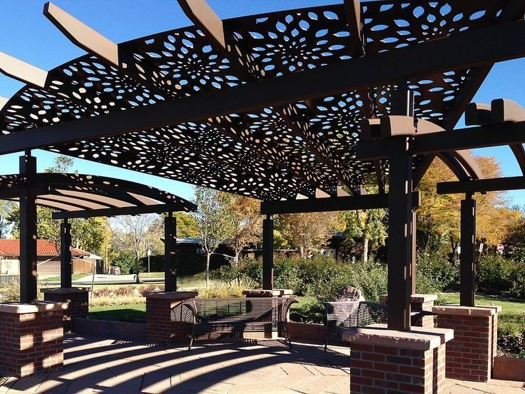 A large perola design with an unusual pattern lattice roof