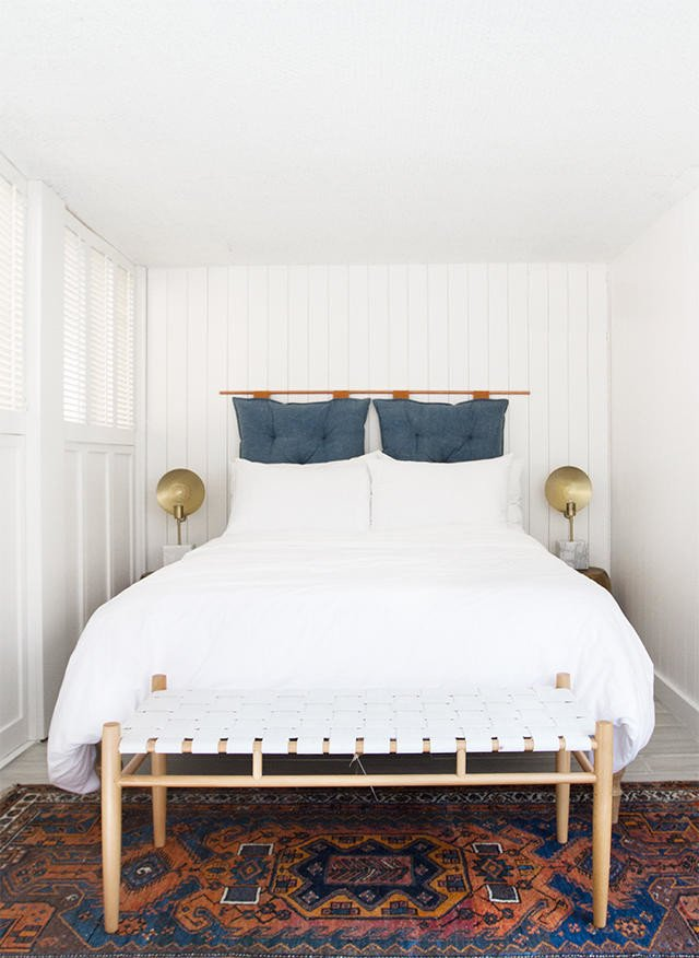Easy DIY upholstered headboard ideas with hanging pillows