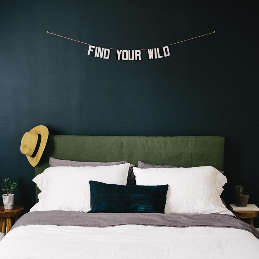 Queen-size bed easy DIY upholstered headboard plan