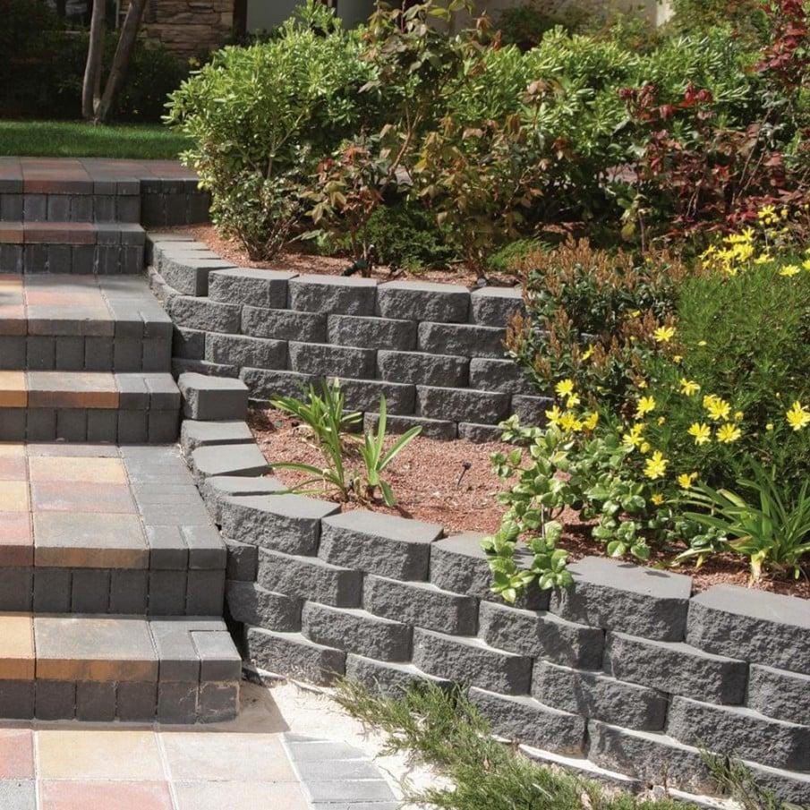 Concrete blocks landscape retaining wall