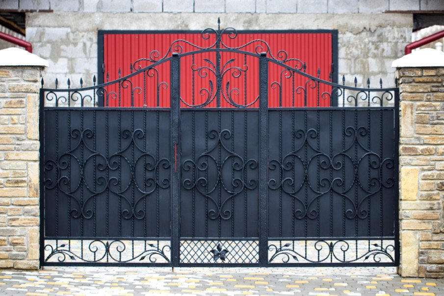 Simple wrought iron gate design for entrance