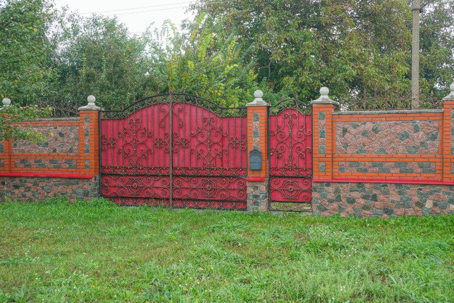 Secure tall gate ideas for homes