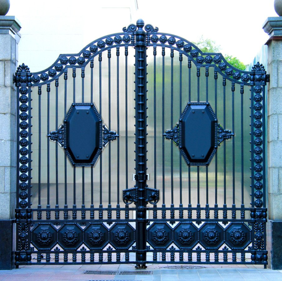 Driveway gate with a privacy screen idea