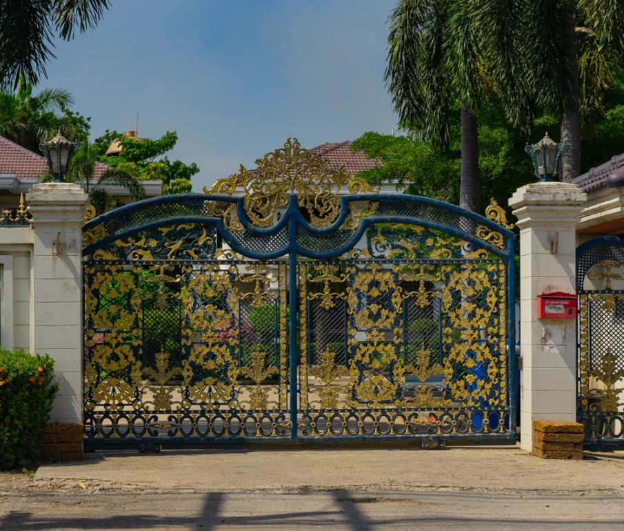 Ornate wrought iron gate idea for main entrance