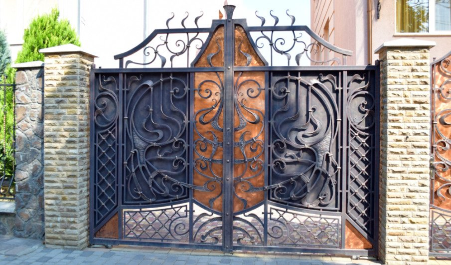 Ornamental wrought iron and copper entrance gate idea