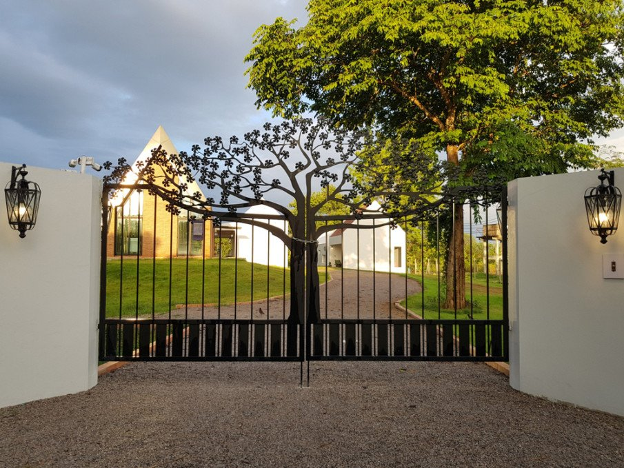 Cool modern wrought iron gate design