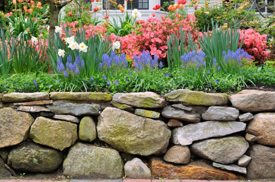 Large and small boulders make up this short retaining wall