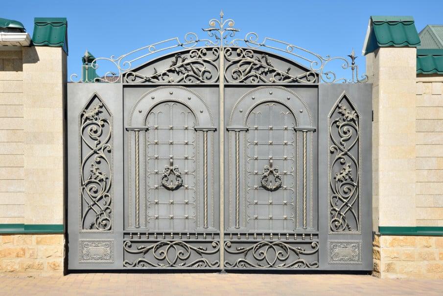 Hinged driveway gate idea