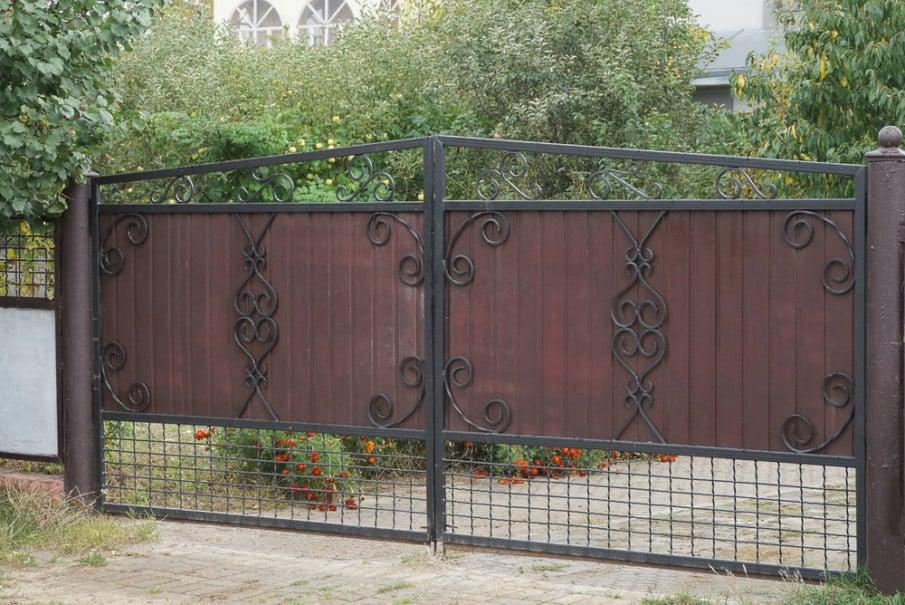 Iron gate with metal mesh idea