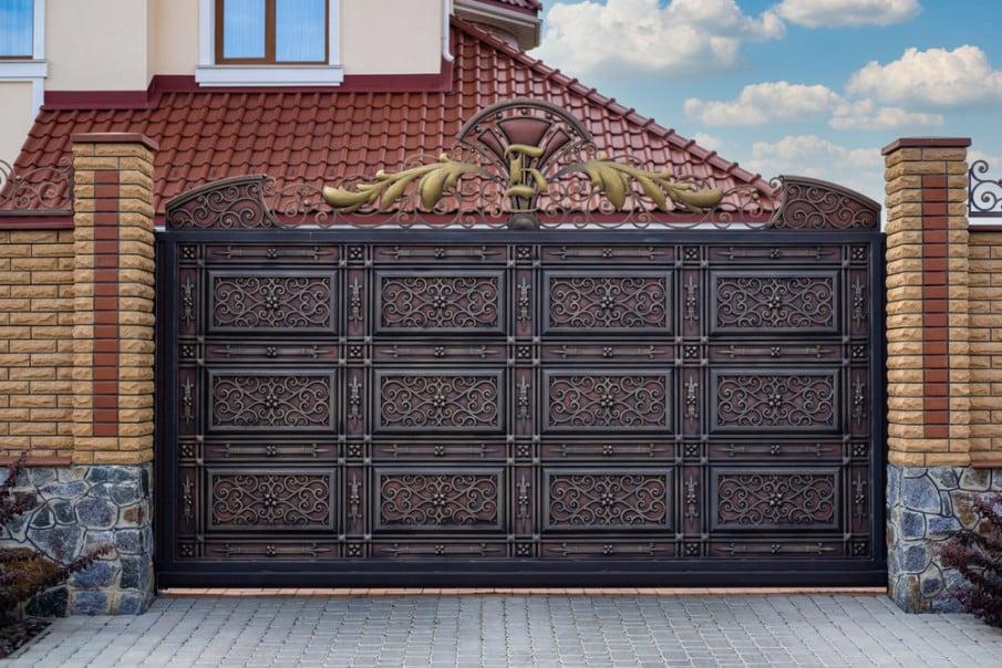 Modern privacy iron gate