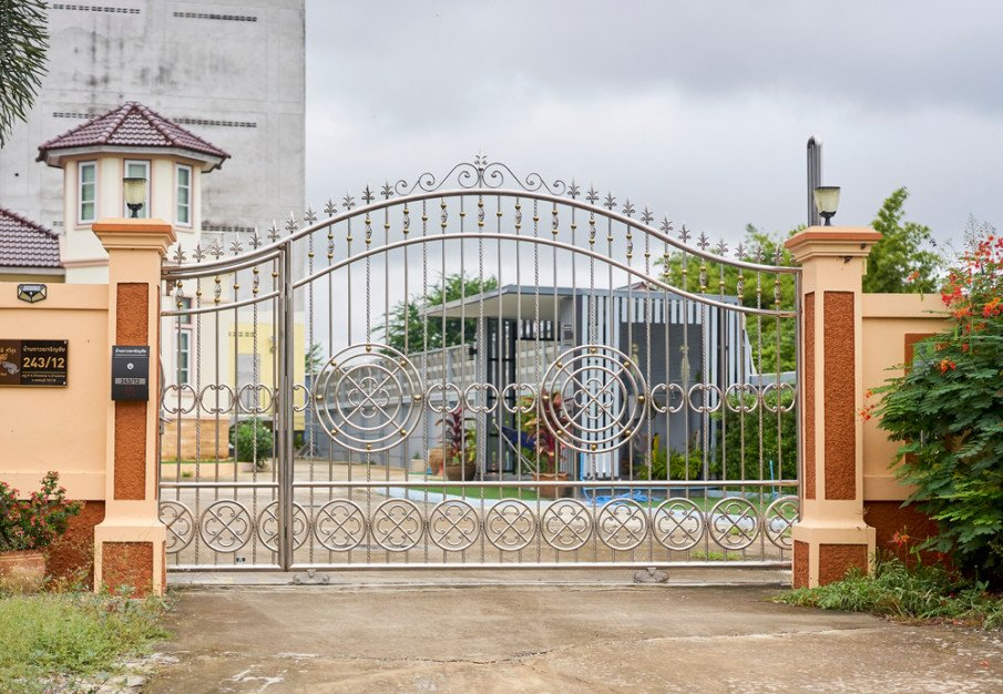 Wrought iron gate on wheels idea