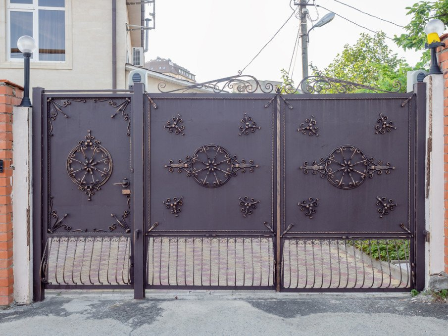 Unusual driveway gate and fence gate ideas