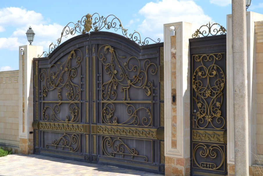Interesting luxury gate design