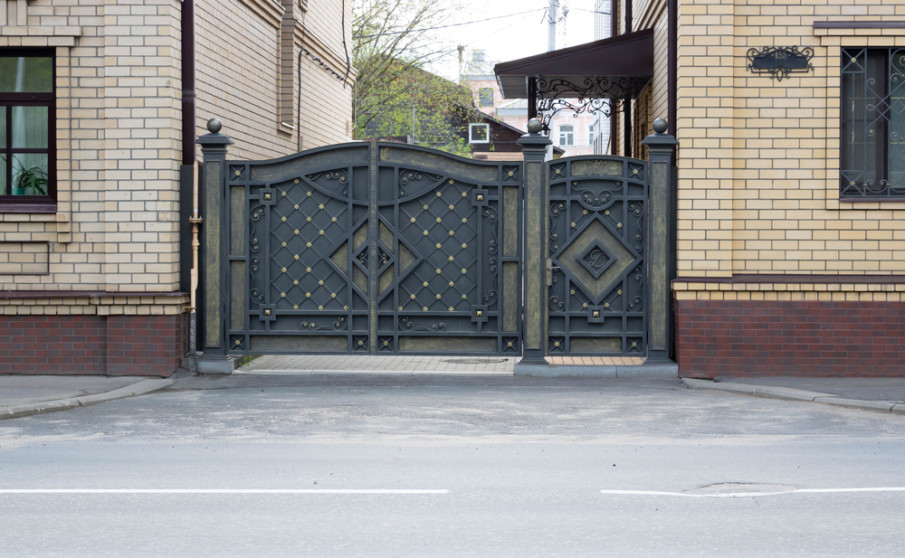 Driveway iron double gates