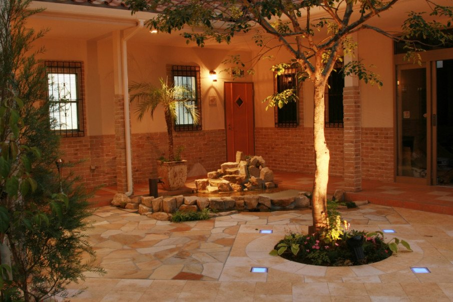 Add some in-ground lighting to your flagstone patio designs