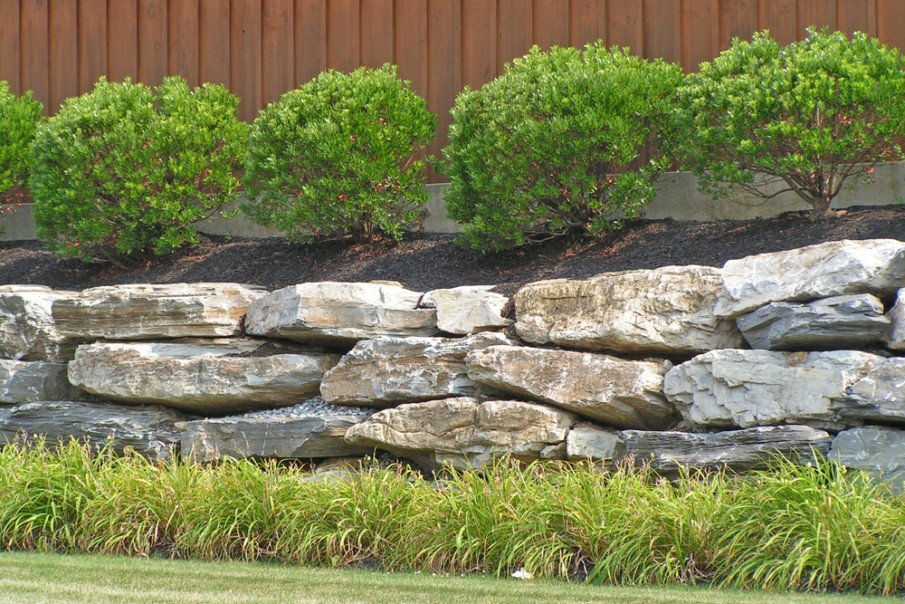 Low boulder retaining wall