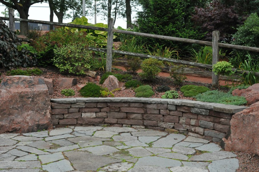 Patio and retaining wall seating made in flagstone