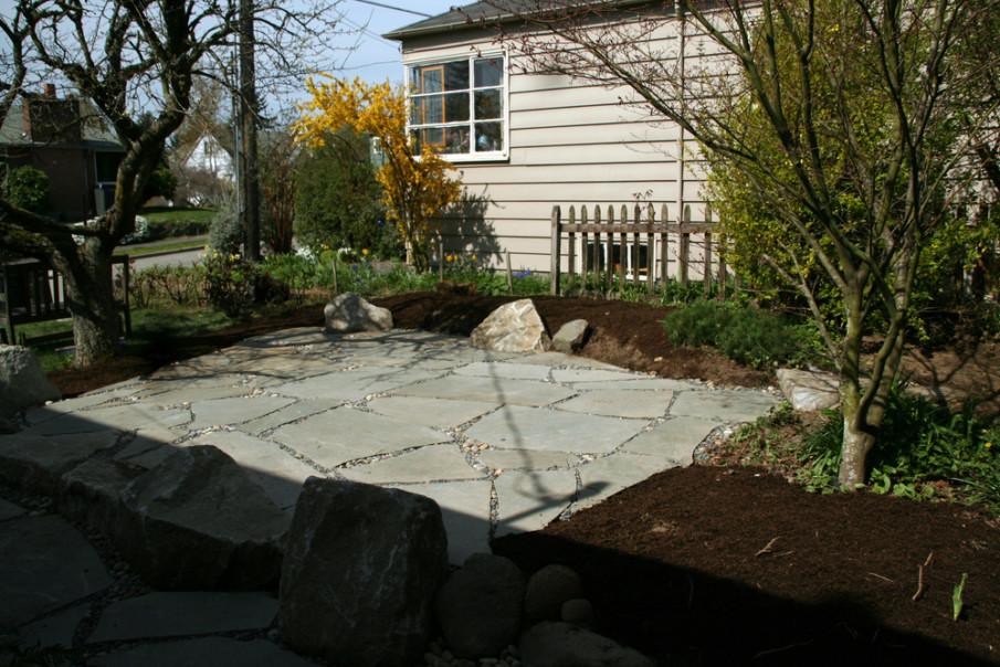 Large Flagstones patio idea