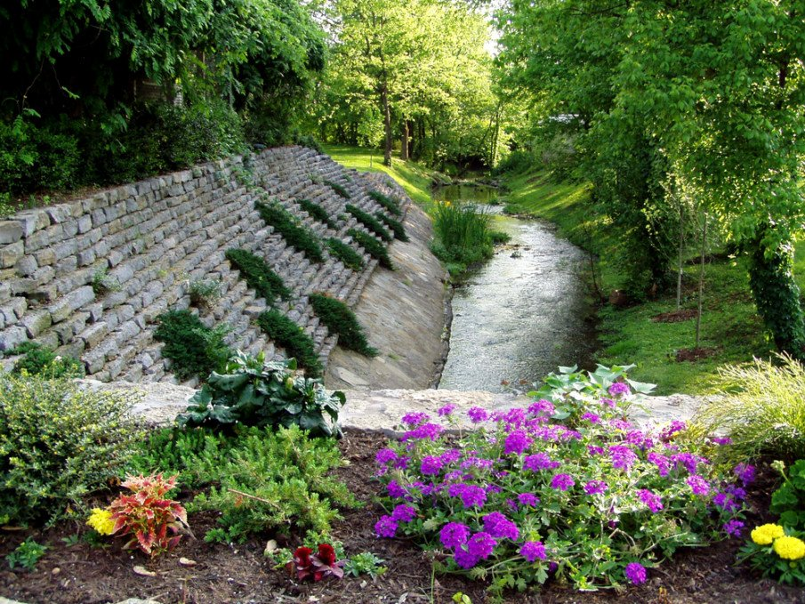 Bank retaining wall built into steep slope