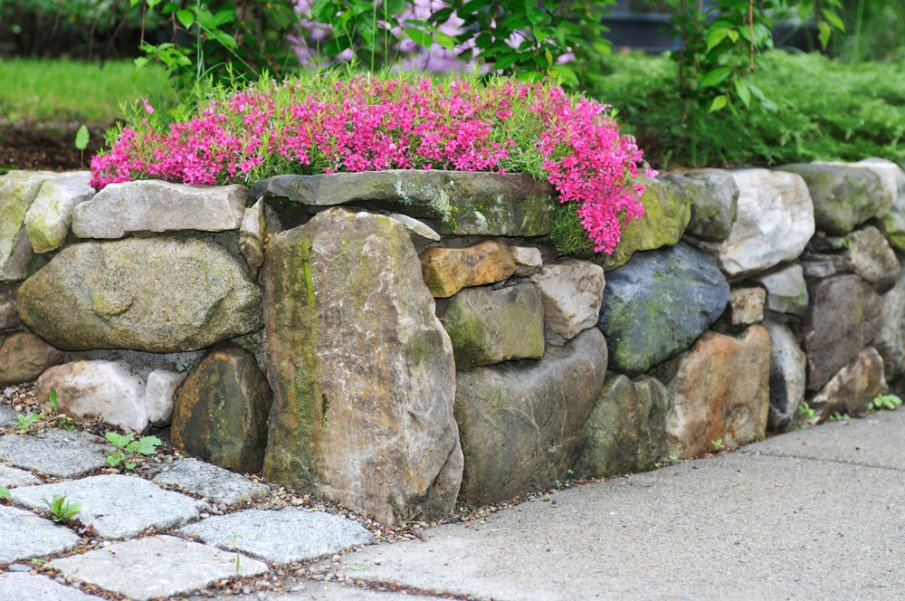 Creative use of different-sized boulders for retaining wall