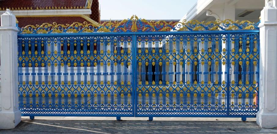 Rolling entrance gates