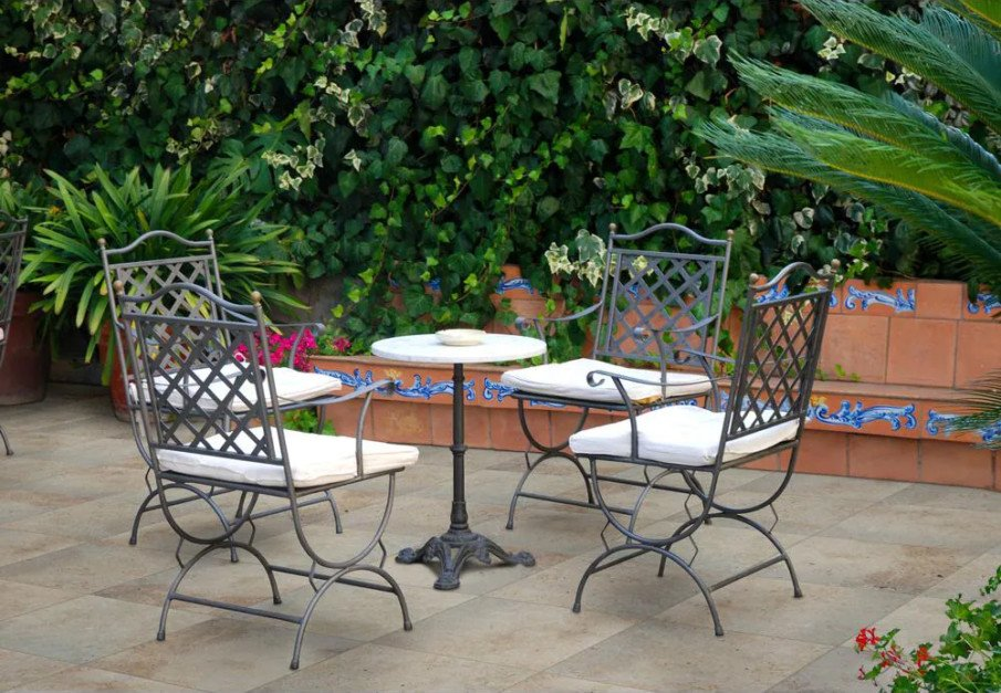 Flat and smooth flagstone patio design