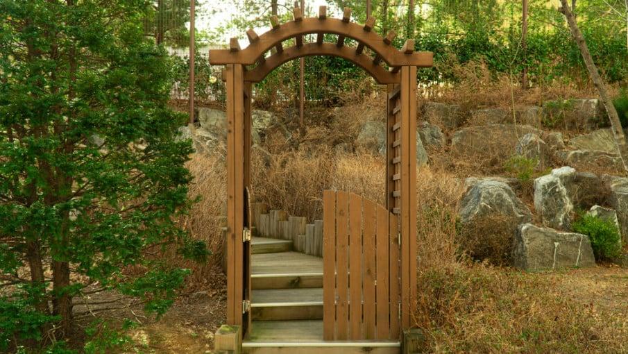 Simple arbor gates