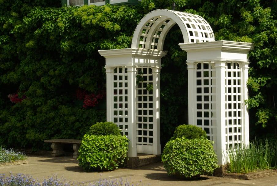 Arbor gate with lattice design